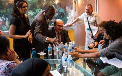 """Les habitant(e)s lors de leur rendez-vous avec le directeur de l'OPHLM : """"on vous rend votre eau, elle est trop chère !"""""""